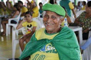 Parque do Idoso se veste de verde e amarelo no primeiro dia da Copa